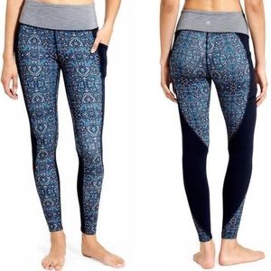 Athleta Chaturanga tapestry leggings with pockets